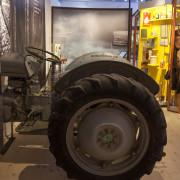 En Grålle från utställningen Tidernas Skåne på Regionmuseet Kristianstad symboliserar jordbrukets industrialisering.